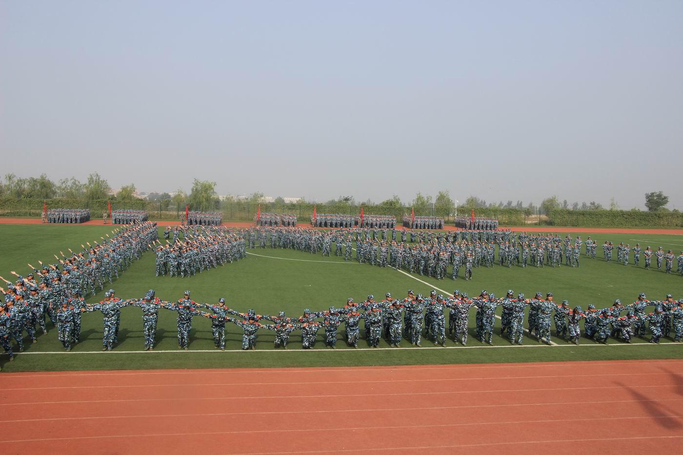 女子花样队列:八一军旗图片